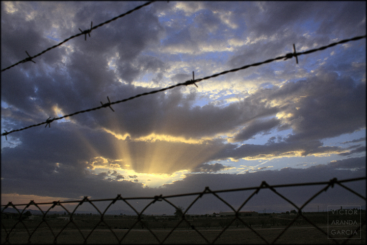 fotografia,limites,fuente_alamo,ocaso,murcia,cielo,artarecer,sol,valla