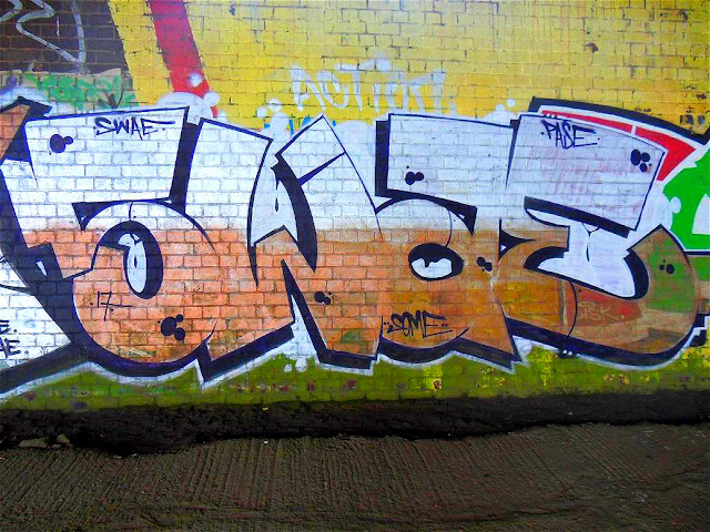 swaecan-uk-throw-paint