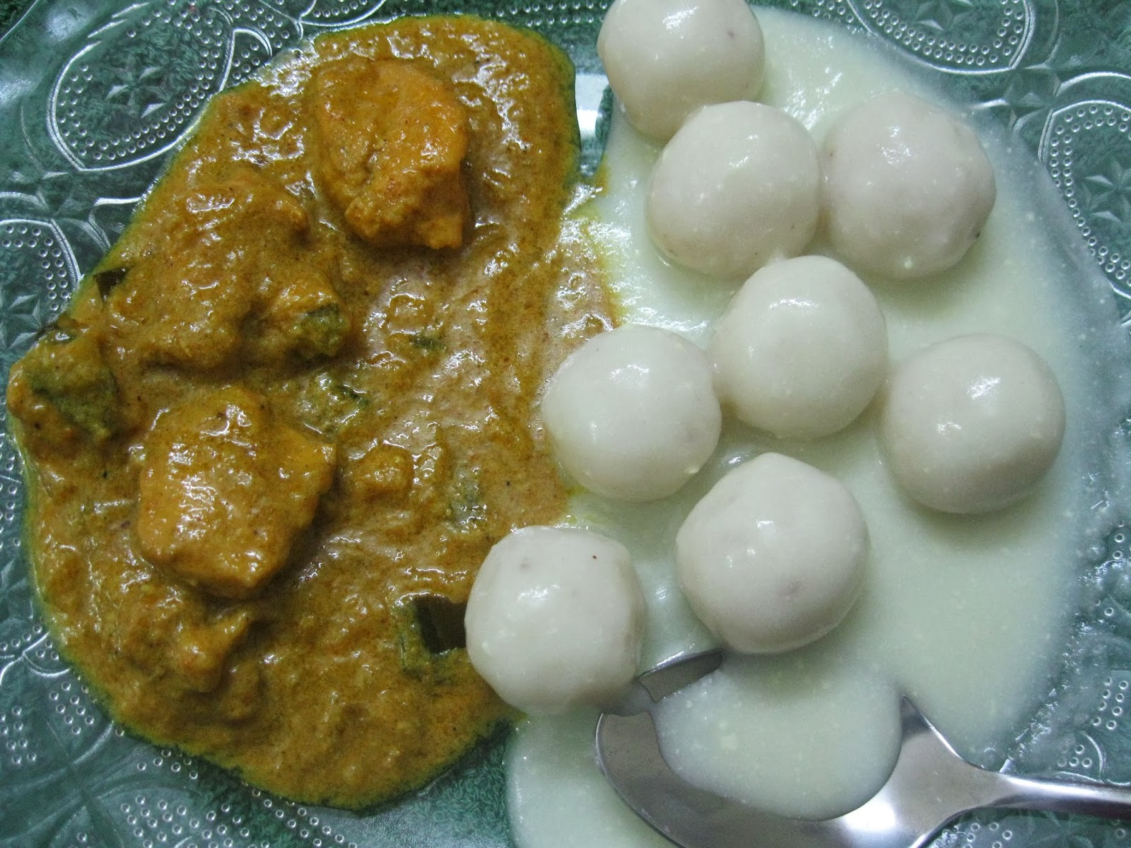 Pidiyum Kozhiyum Rice Dumplings Cooked In Coconut Milk And Chicken Curry Achu S Recipes