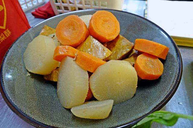 白蘿蔔、紅蘿蔔