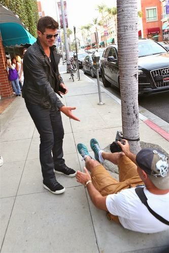 Robin Thicke savior of the poor paparazzi