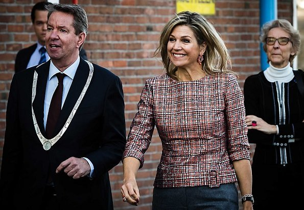 Queen Maxima is wearing her Natan top and she carries Chanel hand bag