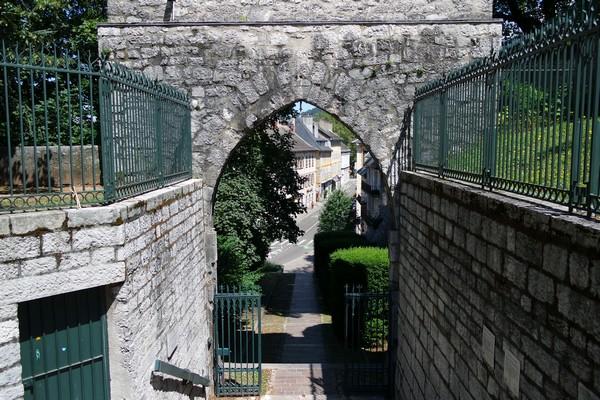 chambéry savoie vieille ville château ducs parc faubourg mâché