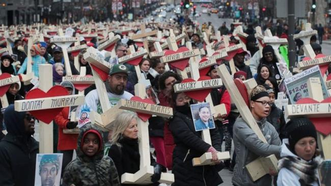 Hundreds march in Chicago to commemorate 760 killed in Chicago in 2016