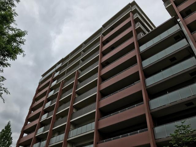 杭問題のあったパークシティLaLa横浜で鉄骨がむき出しに!マンション解体工事状況と、引っ越しによる人口減の状況について