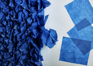 Kağıttan Çiçeklerle Duvar Süsleme