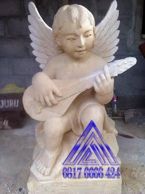 patung angel main gitar
