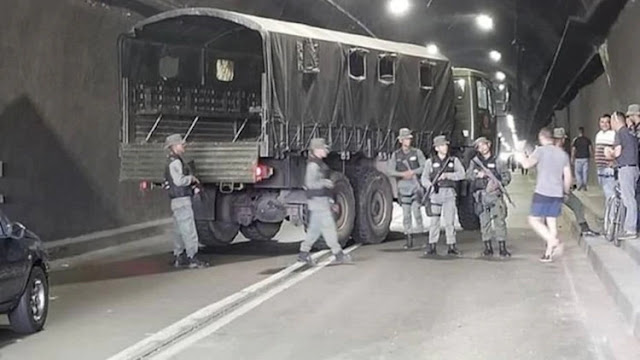 La policía militar del régimen venezolano intentó bloquear la caravana de los diputados opositores camino a la frontera con Colombia