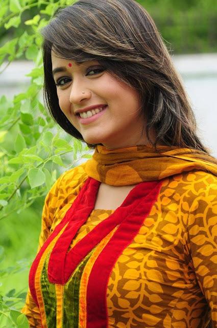 Ahona Rahman Bangladeshi Actress Wiki, Hot Smile Photos