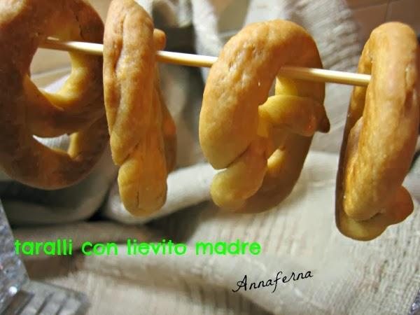 Ricetta Taralli Pugliesi Con Lievito Madre.Annaferna Mordiefuggi Taralli Pugliesi Con Lievito Madre