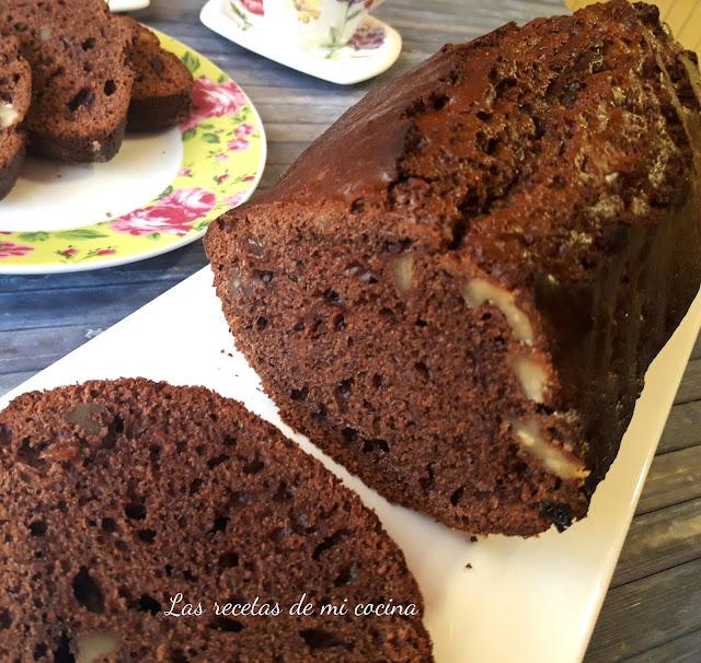 Plum cake de chocolate, nueces y pasas