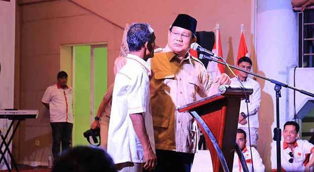 Prabowo akan Hadiahi Gigi Palsu untuk Pendukungnya