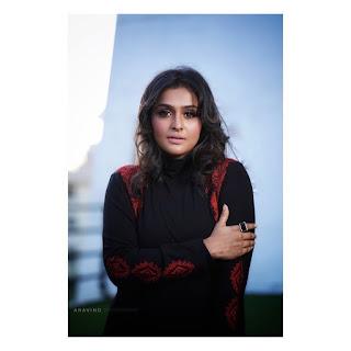Actress Ramya Nambeesan Cute Photos Gallery