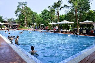 Bể bơi tại khu đô thị ecopark