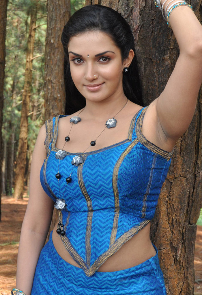 Mallukattu Tamil Soundarya(Honey Rose) Latest Hot Stills