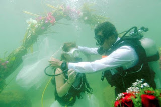 Nikhil and Eunika first underwater marriage in India takes place in Kovalam