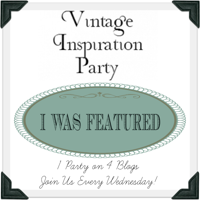 http://knickoftime.net/2014/11/vintage-inspiration-party-164-lots-vintage-christmas-decor.html#comment-24426