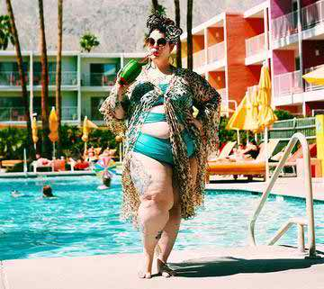"Facebook Bans Image of Plus-Size Model, Says She ""Depicts the Body In an Undesirable Manner"