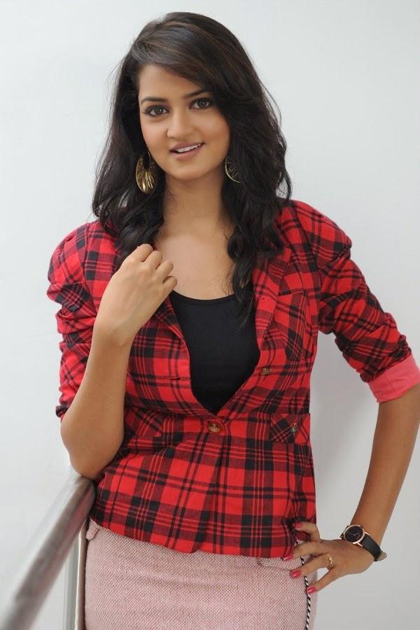 Punjabi Cute Girl Wallpaper Indian Beauties Shanvi Srivastava