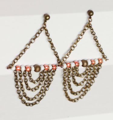 https://www.alittlemarket.com/boucles-d-oreille/fr_boucles_d_oreilles_a_chaines_corail_blanches_et_bronzes_-20374113.html
