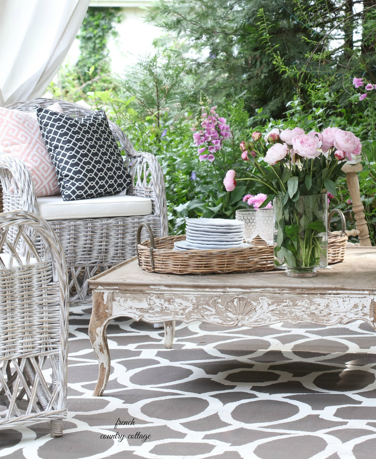 French Country Cottage Feature: Entertaining: A Fresh Inviting Look On The Patio