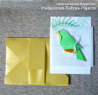 Diseñador Invitacion sobre dorado tarjeta helechos tropical guatemala con pajaros y pericos loros