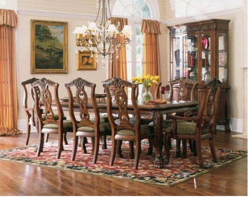 Exclusive Classic Dining Room Design