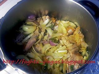 Κουνέλι γιαχνί με κρεμμύδια και φρέσκια ντομάτα - από «Τα φαγητά της γιαγιάς»