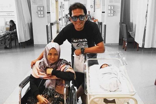 Tahniah! Shahrol Timbang Anak Lelaki, Isteri Bersalin Sebulan Awal