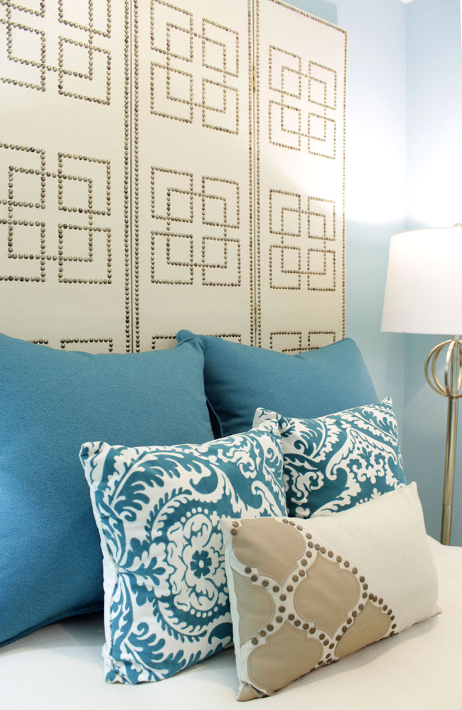 Accentuate your bedroom with decorative pillows