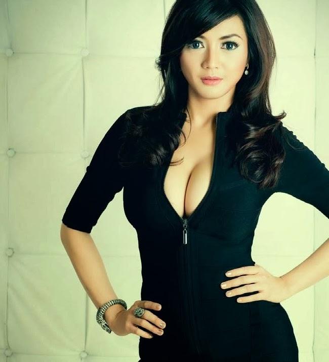 The Best Artis Collection: Wiwid Gunawan Beauty Actress