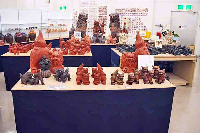 Various sizes and prices of Shisa in Nago City