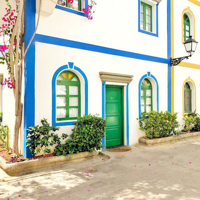 damazprowincji.blogspot.com miasteczko portowe gran canaria, wyspy kanaryjskie, drzwi, kamienica, zielone drzwi