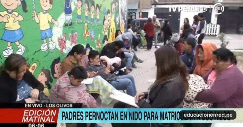 Padres de familia duermen en la calle en busca de matrícula para sus hijos en colegio de Los Olivos - UGEL 02