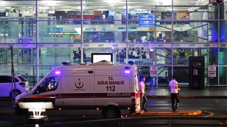 Teror Ledakan Terjadi di Bandara Internasional Ataturk Istanbul Turki #prayforturkey