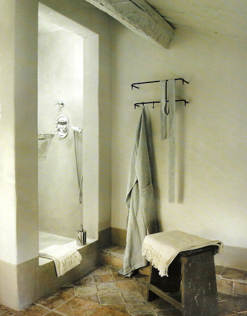 open shower alcove in French chateau, image via Côté Maisons, France, edited by lb for linenandlavender.net