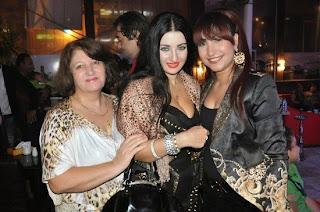 صورة بوسى وصفينار ووالدتها تحتفلان باعياد الربيع وشم النسيم