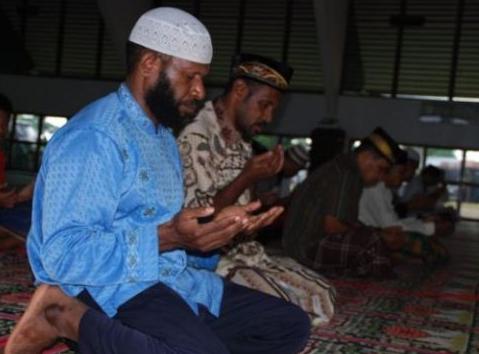 Alhamdulillah. Ribuan Warga Papua Memutuskan Masuk Islam Hanya Gara-Gara Hal Sepele Ini