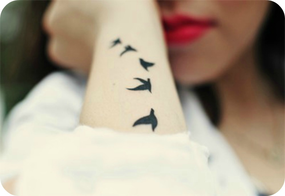 inspirations tatouages inspiration tatouages hirondelle femme. Black Bedroom Furniture Sets. Home Design Ideas