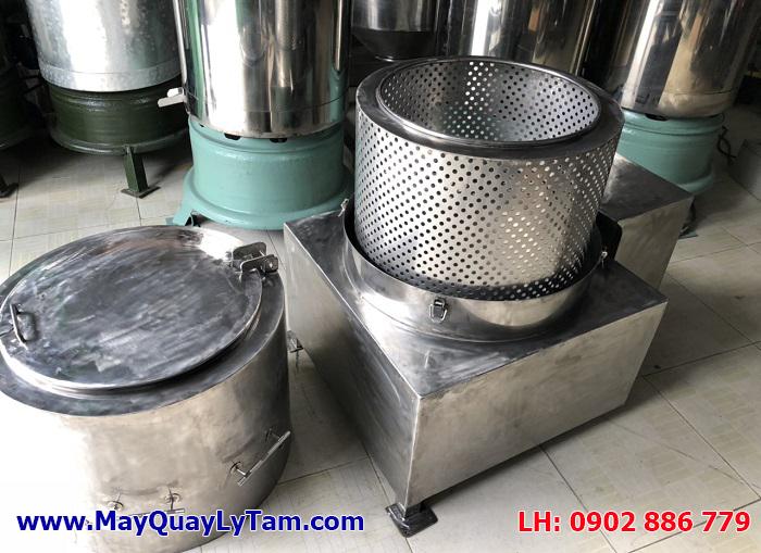 Lồng ngoài máy ly tâm tách nước dễ dàng tháo lắp theo thiết kế riêng của Vĩnh Phát, giúp khách hàng dễ vệ sinh máy sau khi sử dụng