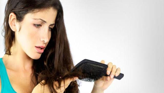 Penyebab Mengapa Rambut Rontok di Usia 20-an