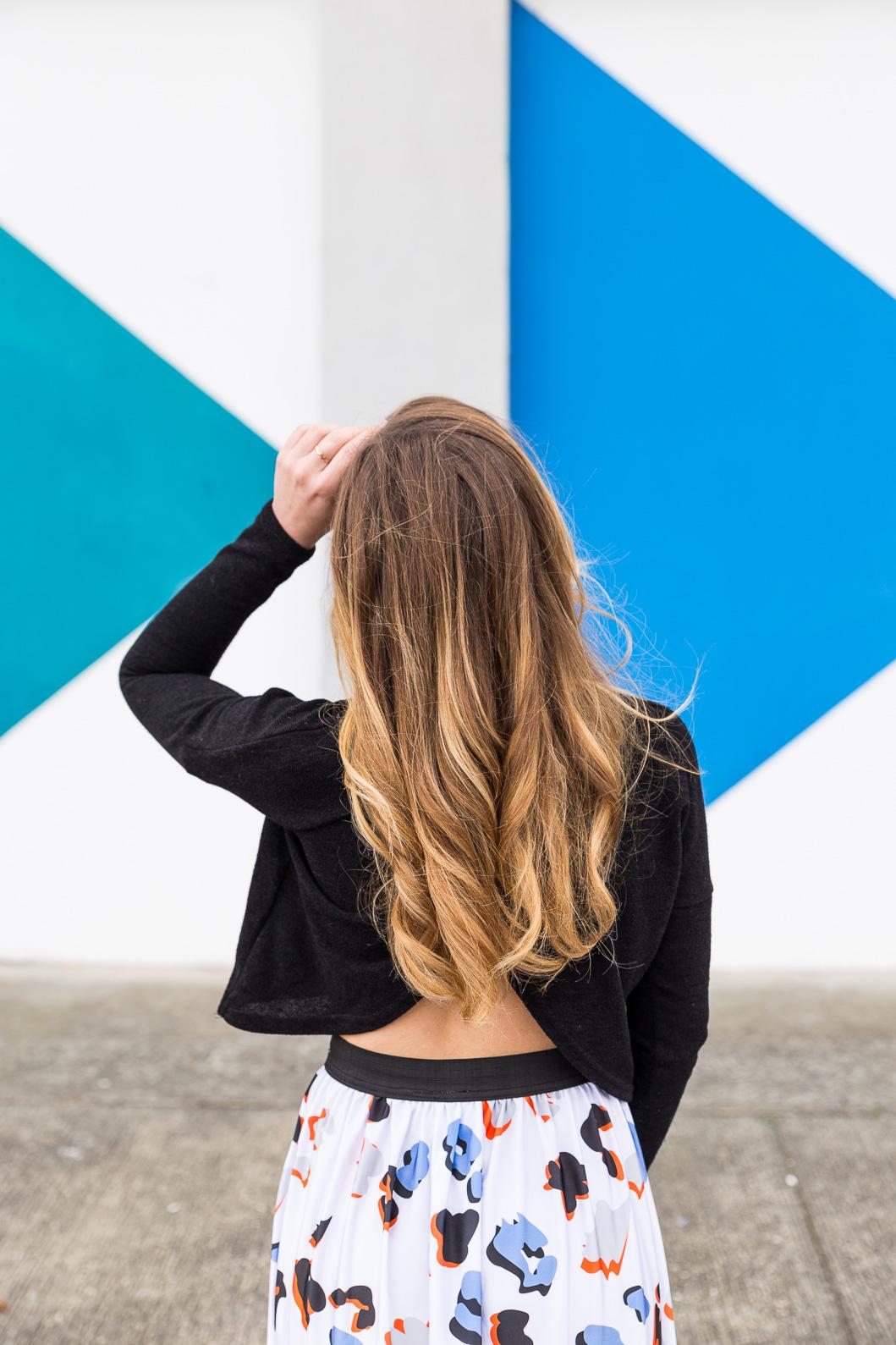cheveux blonds ondulés
