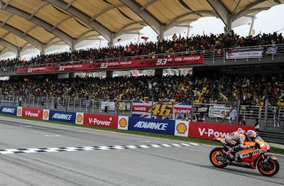 Tahun ini saja, tiket untuk MotoGP Malaysia yang berlangsung di Sikruit Sepang pekan kemarin 70 persen di beli oleh penonton dari Indonesia.