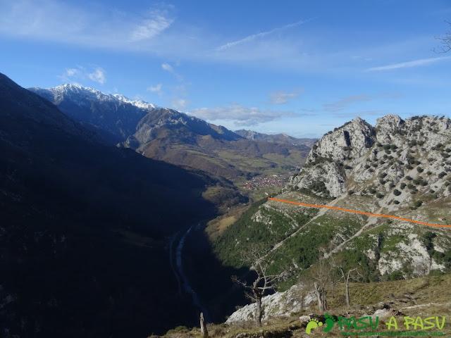Sierra de Juan Robre: Vista hacia Las Arenas de Cabrales
