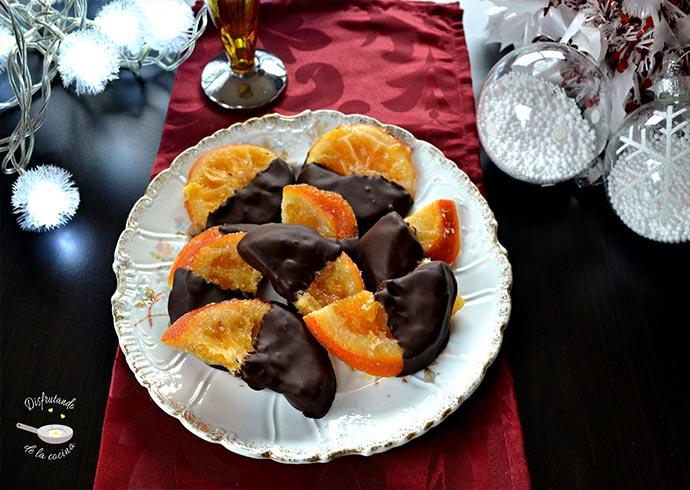 Naranja escarchada cubierta de chocolate