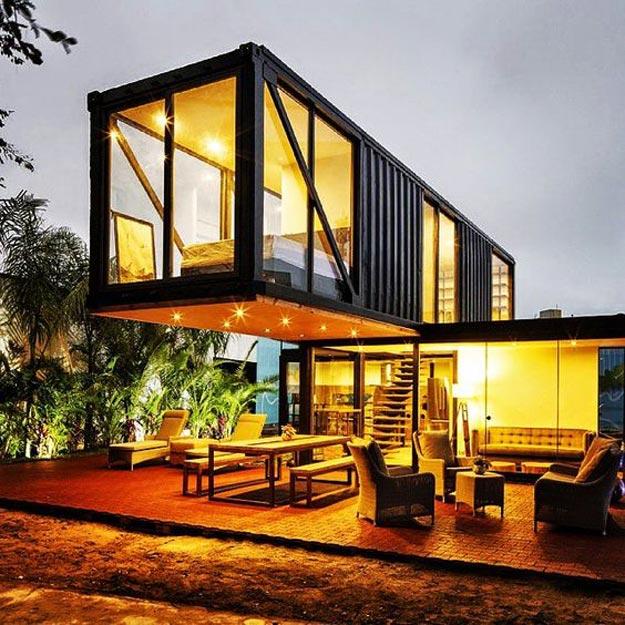 Двухэтажный дом из контейнера