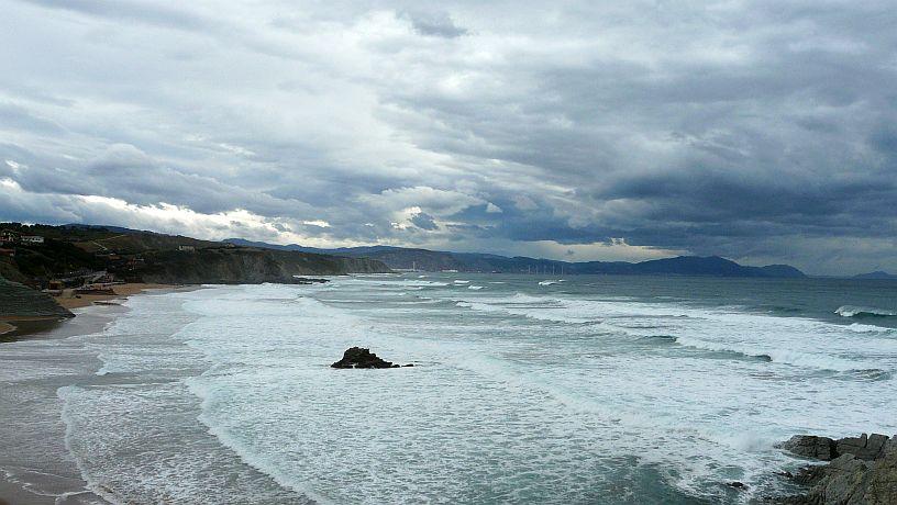 Temporal en Bizkaia. Playa de Sopelana - Atxabiribil