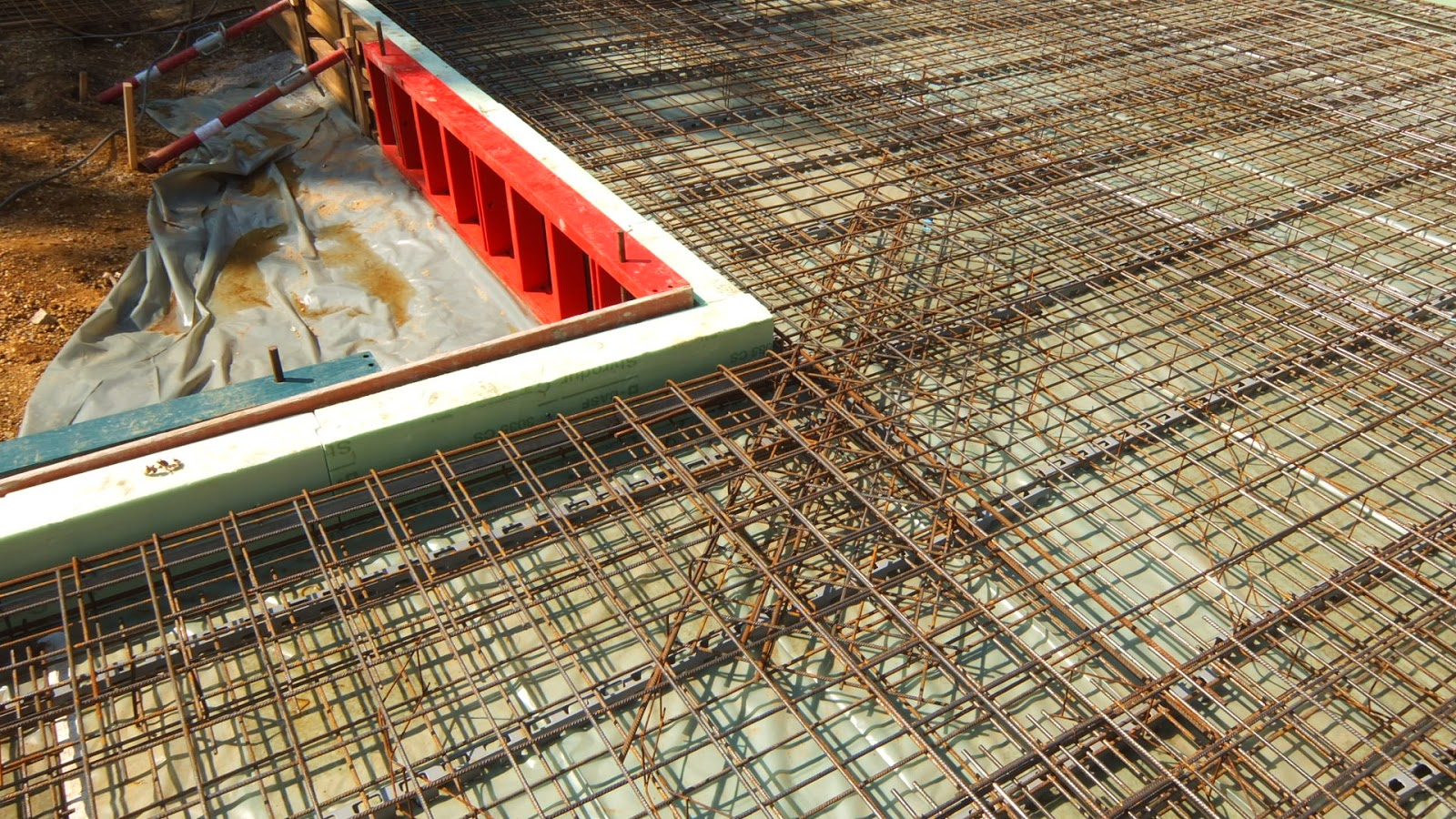 aua 39 s baublog bodenplatte bewehrung und beton. Black Bedroom Furniture Sets. Home Design Ideas