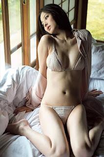 Foto-Model-Sexy-Yumi-Sugimoto-5