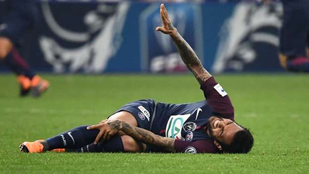 Dani Alves Ruled Out of World Cup After Suffering Serious Knee Injury in Coup de France Final